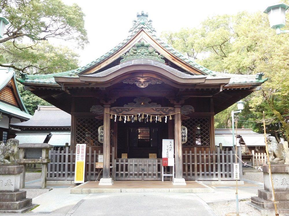 写真1 瀬戸の緑釉瓦が葺かれた深川神社拝殿(瀬戸蔵ミュージアム写真提供)